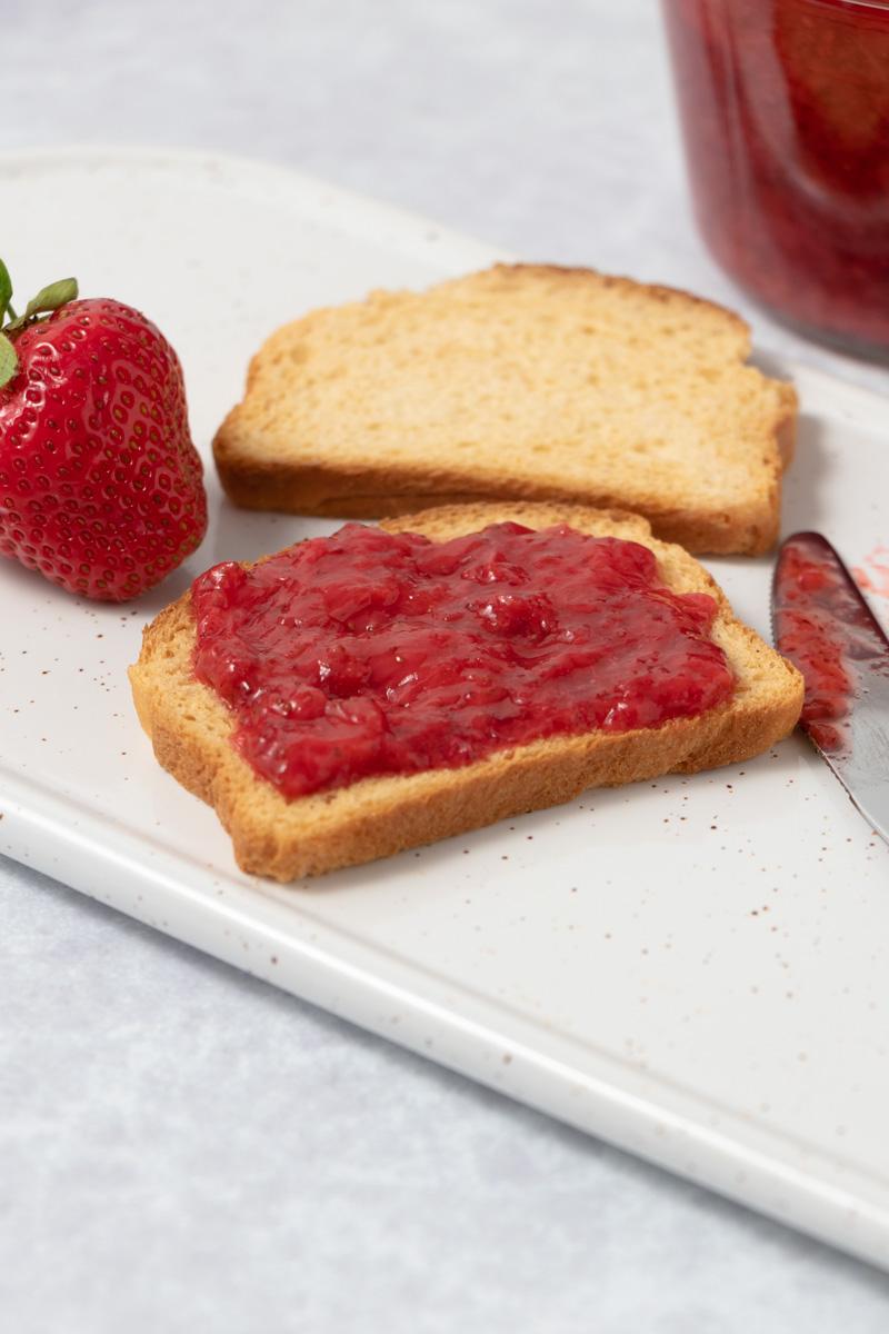 Low Fodmap strawberry jam on toast